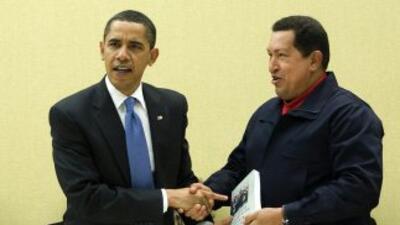 Imagen de Archivo de Barack Obama con Hugo Chávez.