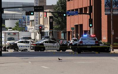Varias calles del centro de Dallas permanecen cerradas