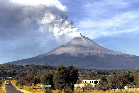 EL MAJESTUOSO POPOCATÉPETL: EL ETERNO GUARDIÁN.  El coloso que vigila el...