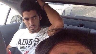 El taxista no desaprovechó la oportunidad de tomarse un selfie con el ur...