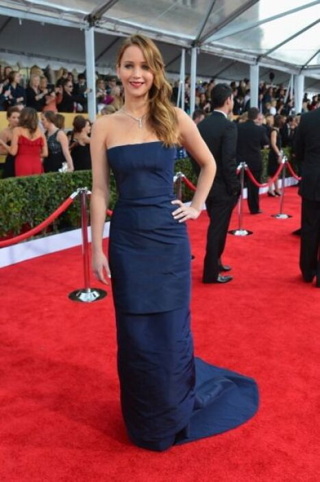 En los SAG Awards, Jennifer lució bella con este 'fourreau' palabra de h...