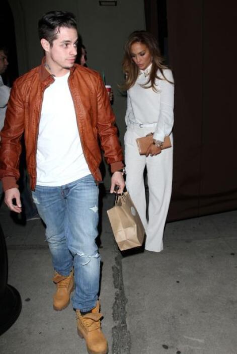 Encontramos a Jennifer Lopez y Casper Smart muy casuales en West Hollywo...