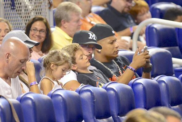 Pero llegando hasta el estadio de beisbol de Los Marlins, de la Florida,...