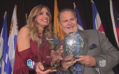 Lili Estefan y Raúl de Molina fueron homenajeados y recibieron un premio...