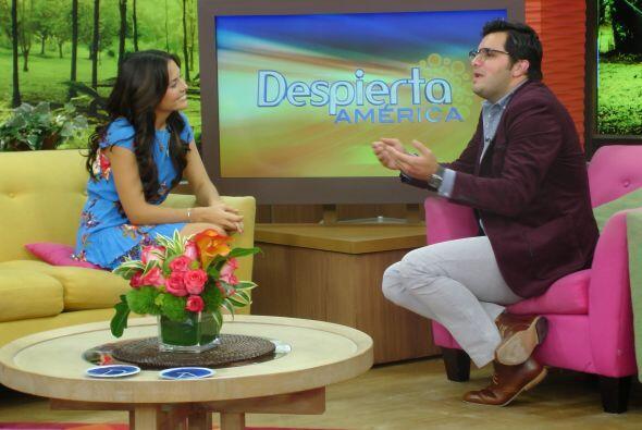 La guapa mexicana invitó a todos a ver 'Más negro que la n...