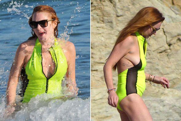 Lindsay salió con un traje de baño nada favorecedor...