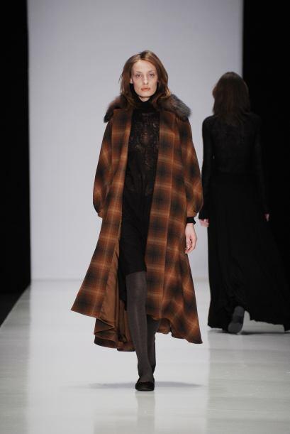 Lena Tsokalenko en la Semana de la Moda de Moscú 2013 mostró en su colec...