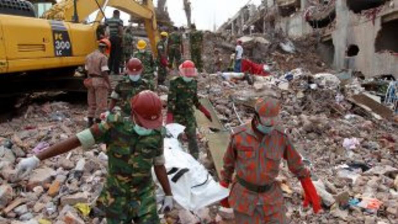 Un total de 610 cadáveres han sido recuperados de un edificio de fábrica...