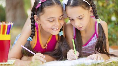 Fomentando el hábito de la lectura en sus hijos durante el verano