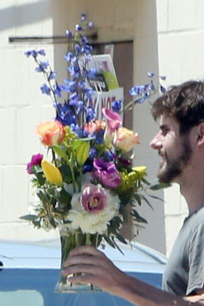 Alguien le envió unas flores, ¿nuevo galán? Mira aquí los videos más chi...