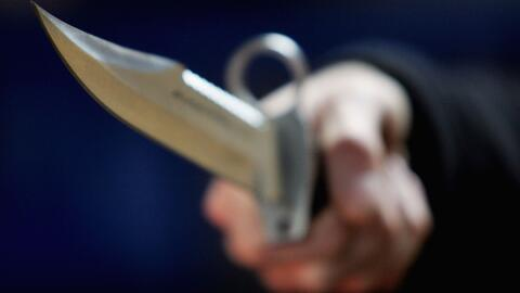 Una mujer fue apuñalada dentro de un hospital en Long Beach, en un apare...