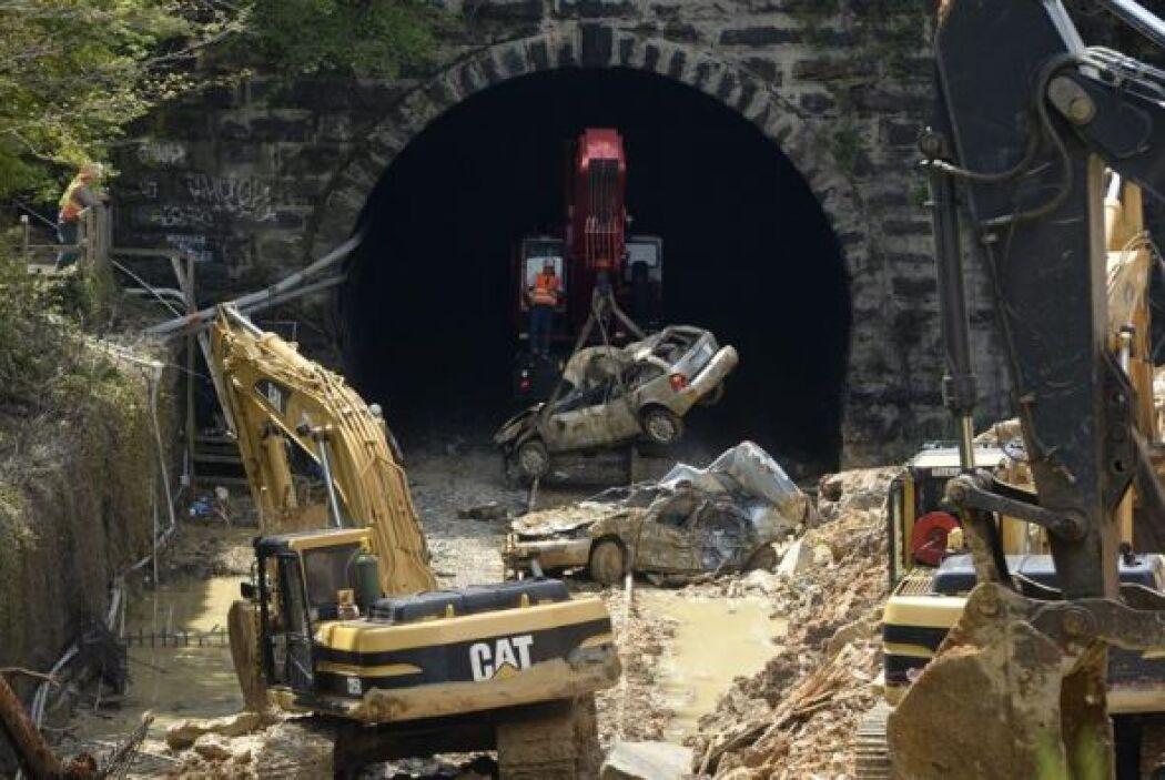 Los servicios de trenes fueron suspendidos debido a que el ferrocarril e...
