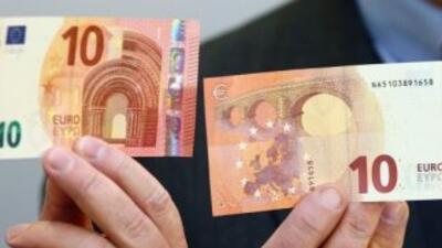 El nuevo billete de 10 euros, que es de un color rojo más intenso que el...