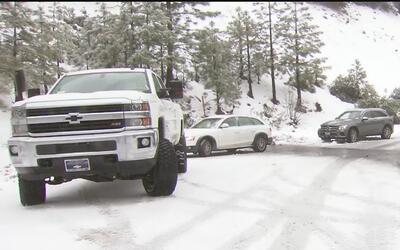 Zonas montañosas de California se vieron afectadas por tormentas y nieve