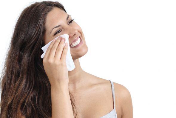 ¡Limpia bien tu rostro! Para que el maquillaje tenga una aplicación unif...