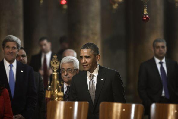 En la basílica fue recibido por el presidente palestino, Mahmud Abás, a...