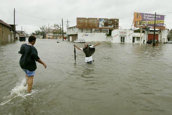 El agua contaminada que desbordó las zonas residenciales causó efectos e...
