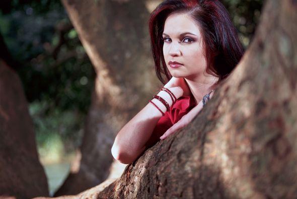 Fabiola (Ana Patricia Rojo) es la sobrina de Clara y padece sus mismos v...