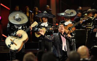 Juan Gabriel durante su interpretación en los Latin Grammy en Las...