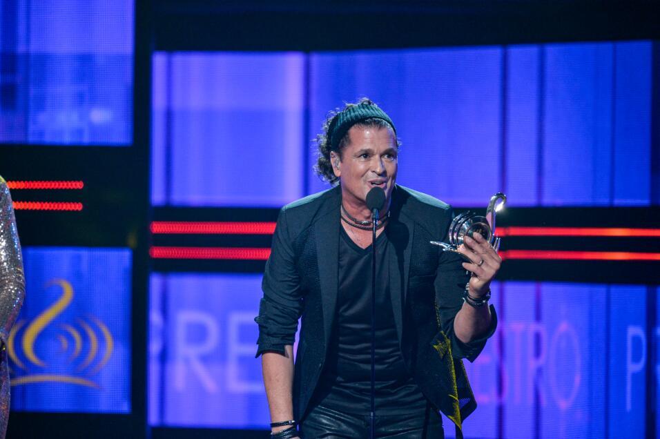 Visiblemente emocionado Carlos Vives recibió el Premio a la Excelencia d...