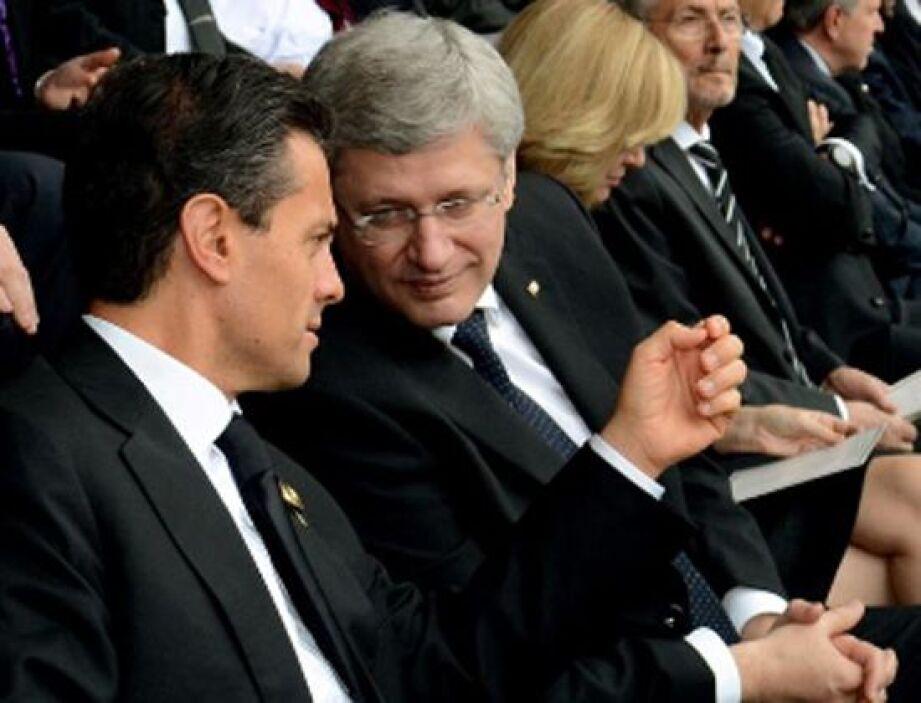 El presidente de México, Enrique Peña Nieto, conversó durante el funeral...