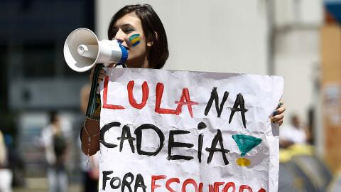 Populismo GettyImages-Brazil-Protester.jpg
