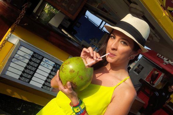 Para Maity no hay nada mejor que un poco de agua de coco para cargarte d...