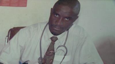 Muere doctor infectado con ébola internado en Nebraska