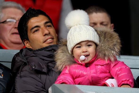 Luis Suárez miró el partido desde la tribuna.