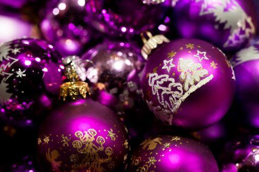 Esta navidad atrévete a usar morado en todos los rincones de tu casa. Te...