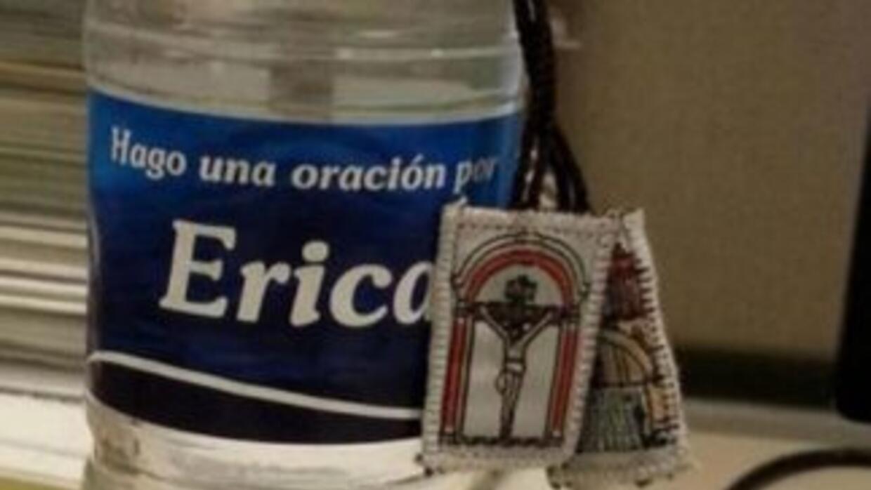 Agua bendita personalizada. (Imagen tomada de Twitter).