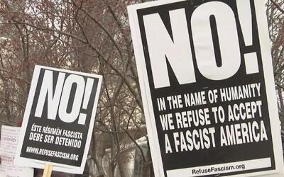 Protestas en Chicago contra la revocación de la medida del uso de los ba...
