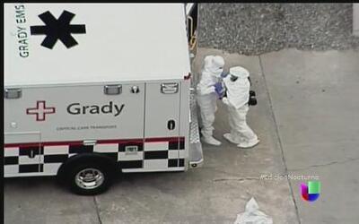 Los dos estadounidenses contagiados de ébola ya están en EEUU