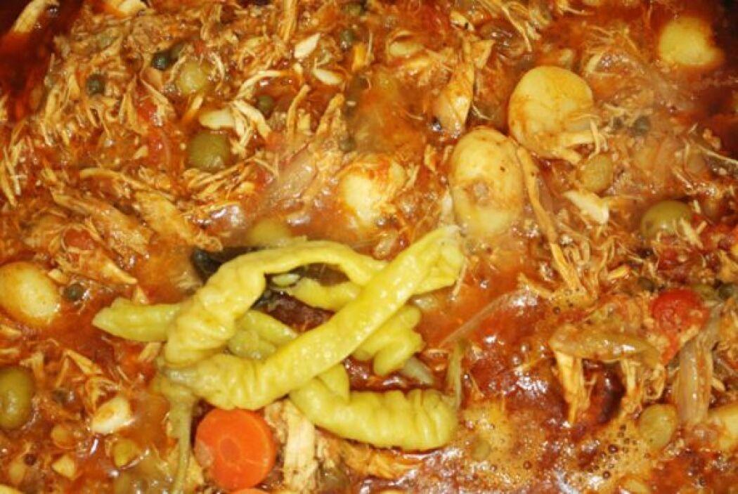 GUISO DE TOMATL Y XITOMATL: Este plato presenta una mezcla de ingredient...