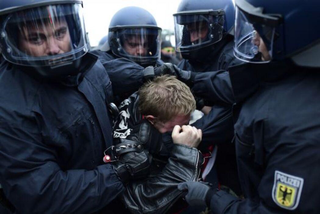 Los enfrentamientos y detenciones no fueron ajenos a las protestas en Al...