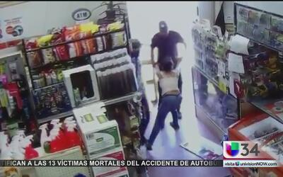 Captado en video: sospechoso intenta secuestrar a una mujer