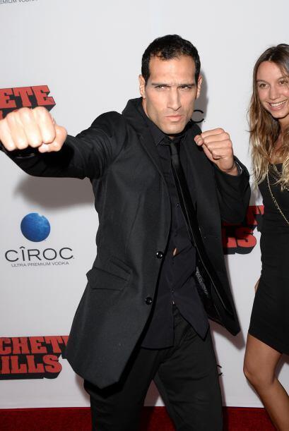 El chileno Marko Zaror, fue vestido todo de negro y presumió su a...