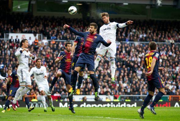A falta de 8 minutos Sergio Ramos saltó más que nadie para cabecear este...