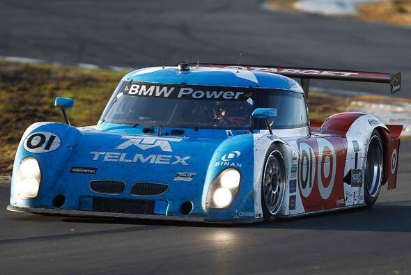 Después de las primeras ocho horas de carrera, el Riley-BMW 01 empezó a...
