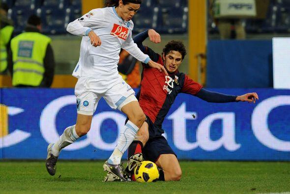 El delantero uruguayo Edinson Cavani tuvo un buen partido, quedó muy cer...