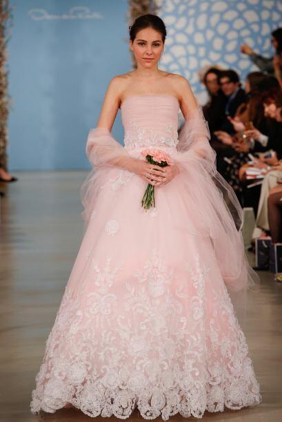 Y si tu quieres lucir en rosa, también se vale. Famosas como Gwen...