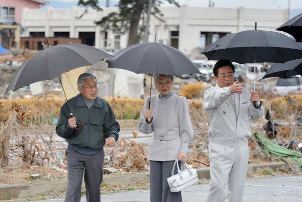 El emperador Akihito y la emperatriz Michiko han visitado las zonas m&aa...