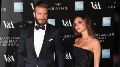 Victoria y David Beckham en el Alexander McQueen Gala