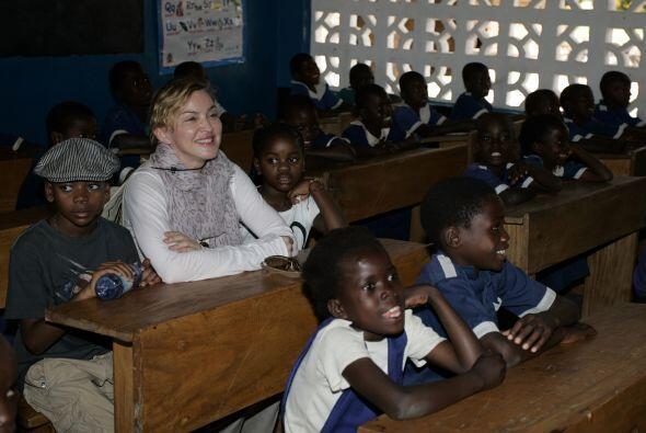 En el 2013, Madonna abrió varias escuelas en la comunidad de Mala...