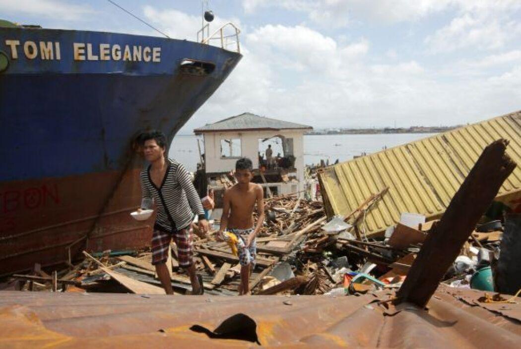 Tacloban tuvo que soportar una subida del nivel de la marea de más de do...