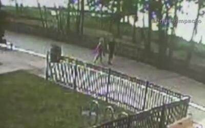 La fuerza de un rayo lanzó dos personas al suelo