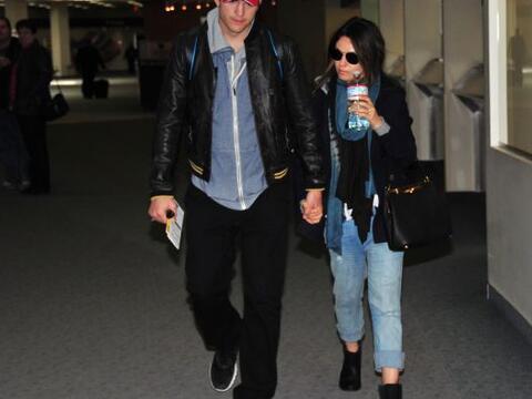 Los actores fueron vistos en el aeropuerto de Iowa, ciudad natal de Mila...