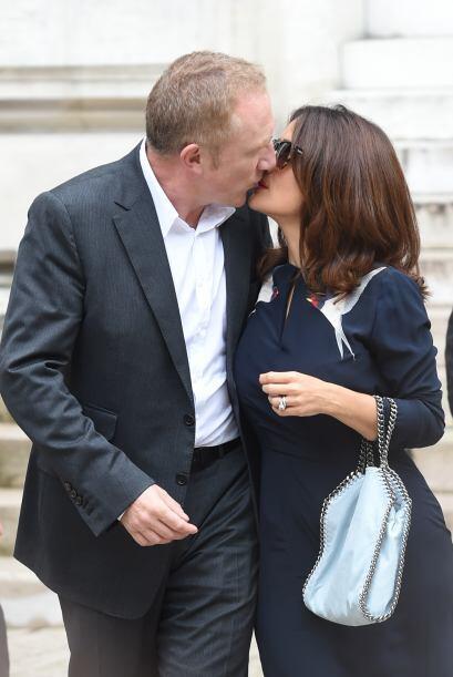 Besos y más besos, al parecer no se cansaban de mostrar lo enamorados qu...