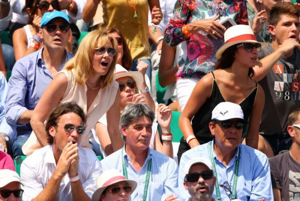 La madre de Rafael Nadal of Spain Ana Maria Parera (izquierda), su herma...