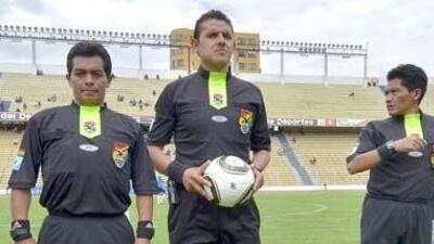 Bruno Martínez (primero de izquierda a derecha) fue apuñalado cuando sal...